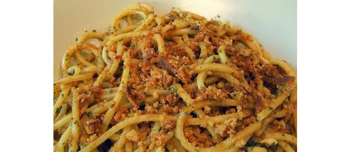 Pasta Con Acciughe e mollica fritta